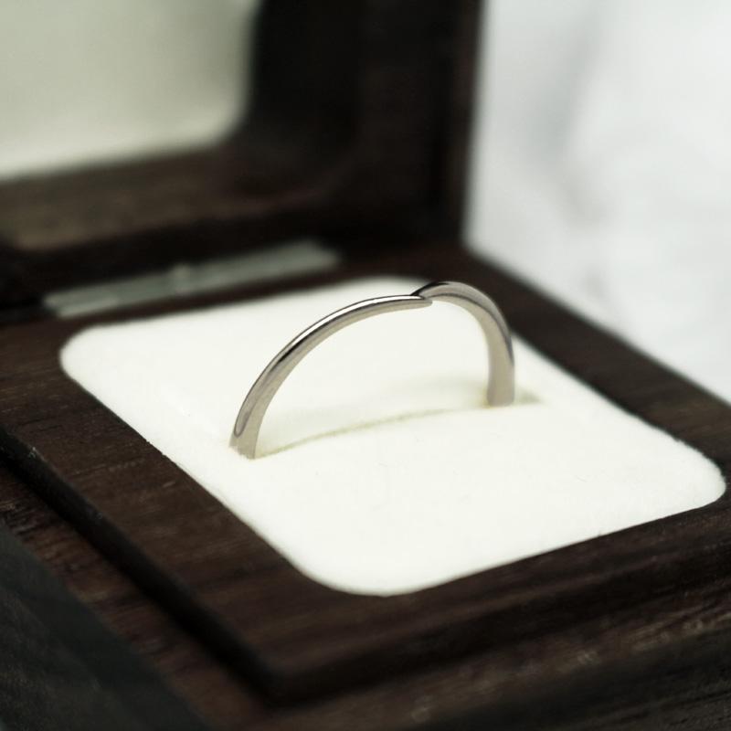 Handmade recycled platinum wishbone wedding ring by Julie Nicaisse - Jewellery Designer in London