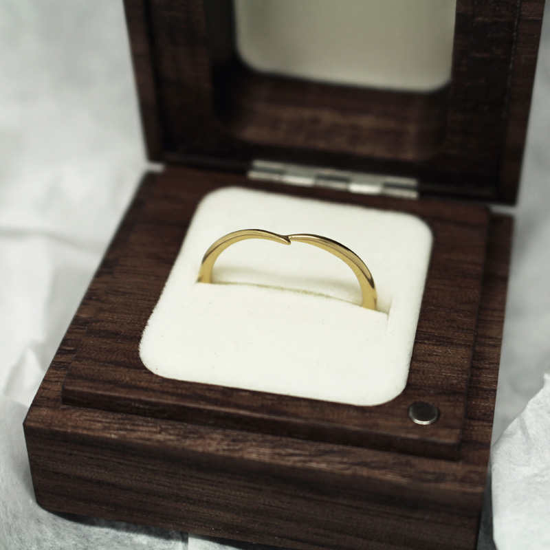 Ethical gold wishbone wedding ring by Julie Nicaisse - Jewellery Designer in London
