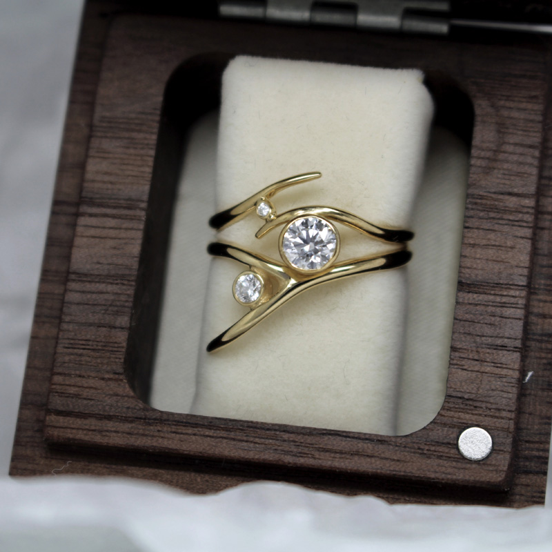 Handmade signature bridal ring set in Fairtrade gold and ethical diamond ulie Nicaisse - Jewellery Designer in London