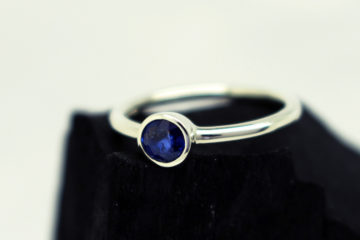 Blue Sapphire and white gold Ring by Julie Nicaisse - Jewellery Designer in London