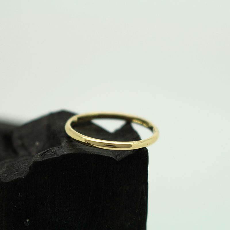bespoke slim d-shape wedding ring by Julie Nicaisse Jewellery Designer in London