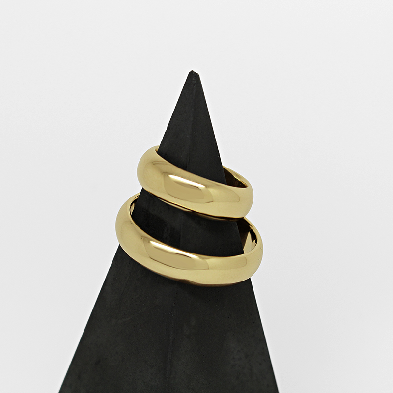 Ethical wedding rings by Julie Nicaisse Jewellery Designer in London